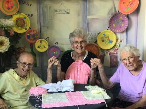 Knitting group_Fotor